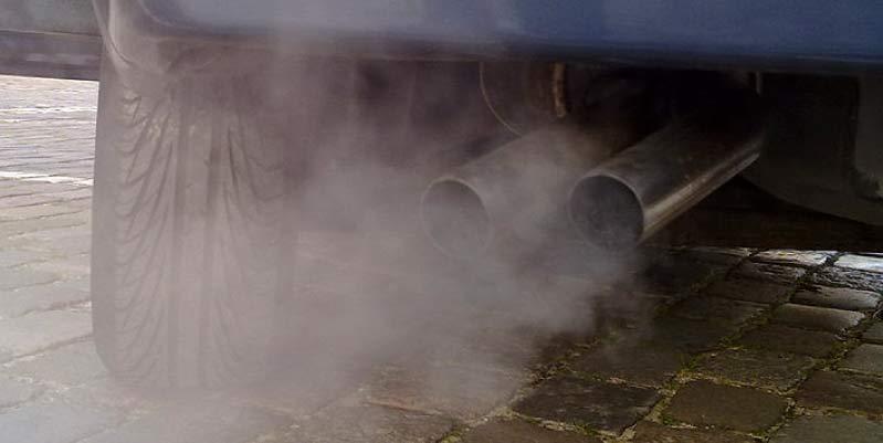 humo negro coche gasolina