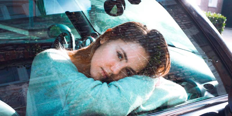 ¿Cómo dormir en el coche sin que traiga problemas?