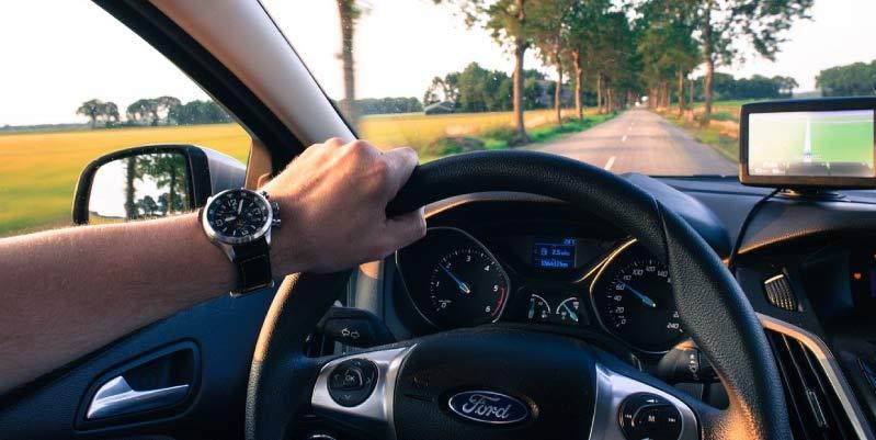 ¿Cuál es la mejor postura al manejar?