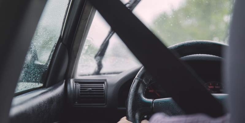¿la mejor postura para conducir es?