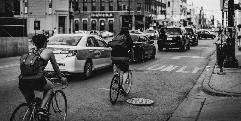 adelantar a un ciclista