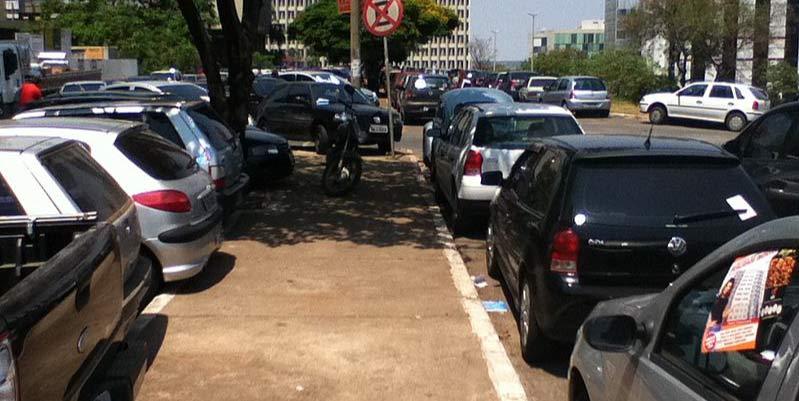 Maniobra infalible para estacionar en paralelo